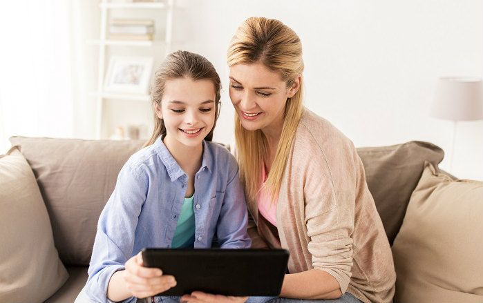mother-daughter-using-tablet